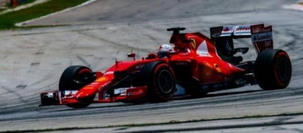 Escuderia italiana Ferrari vence na Malásia