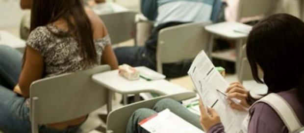 Estudantes fazem a prova do ENEM.