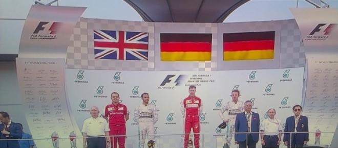 Vettel gana en Malasia y devuelve la ilusión a Ferrari y al mundial. Por fin una escudería parece poder plantarle cara a Mercedes. Alonso reaparece en el mundial pero por poco tiempo, no consigue terminar la carrera, ni él ni su compañero de equipo.