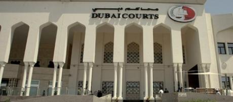 Emiratos Árabes Unidos: a dissensão é reprimida.