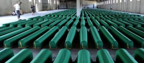 No massacre de Srebrenica morreram 8.000 pessoas.