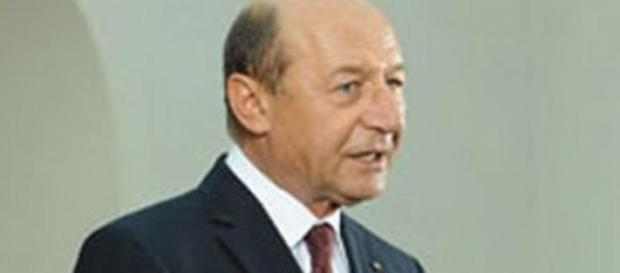 Traian Basescu un obisnuit cu santajul