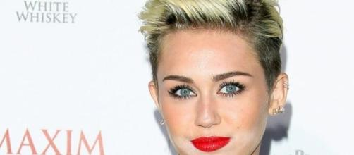 Miley Cyrus propone una nueva moda.