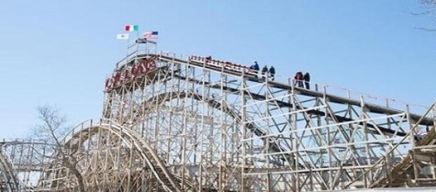 Caruselul Cyclone din Luna Park, SUA