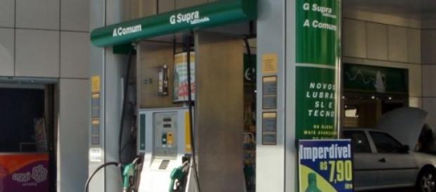 Surtidor de etanol en una gasolinera