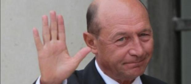 Traian Basescu aproape de naufragiu