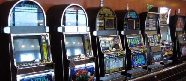 Właściciele automatów do gier omijają prawo.