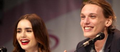Lily Collins e Jamie Bower entraram no filme