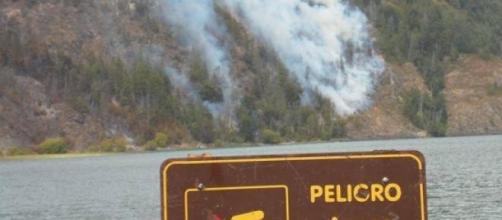 El fuego descontrolado avanza hacia los poblados