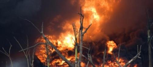 Incendio ocasionado por explosión de hidrocarburos