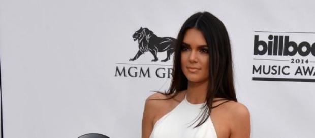 Ist der Knutschfleck doch von Kendall Jenner?