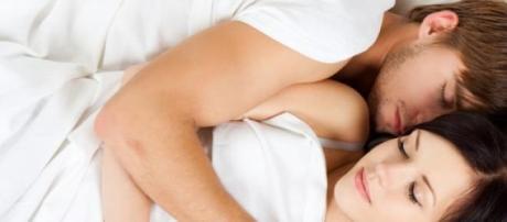 Abraços durante a noite diminui stress.