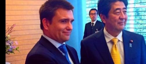 Klimkin, Abe e as gravatas azul e amarela