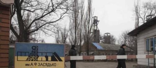 Mina explode em Donetsk (Baz Ratner/Reuters)