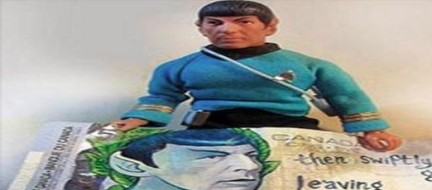 Billete de cinco dólares con la cara de Spock