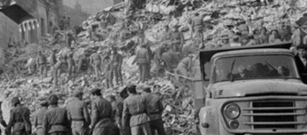 Cautand supravietuitori ai cutremurului din 1977