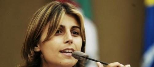 Manuela conseguiu adiar votação