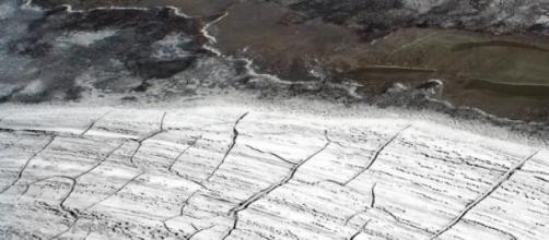 Vista aérea del permafrost quebrándose