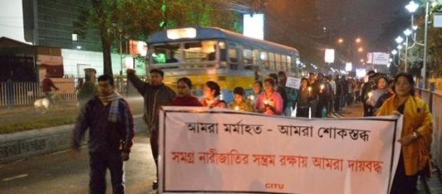Manifestazione contro gli stupri sulle donne
