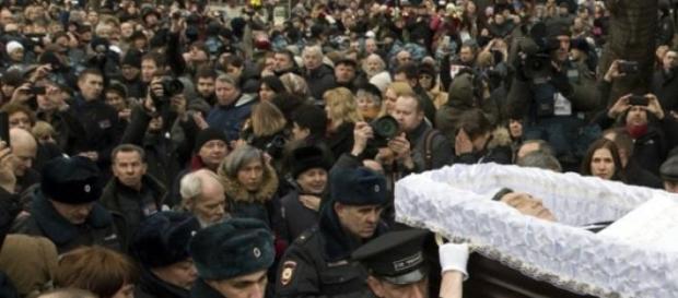Multidão acompanhou funeral de Nemtsov
