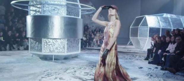 Un décor cosmique pour le défilé de la marque H&M.