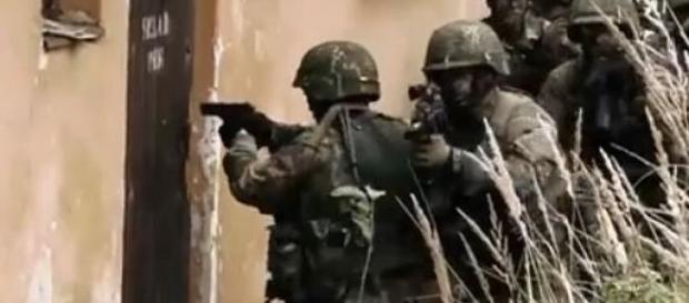 Dzielni czescy żołnierze w czasie ćwiczeń