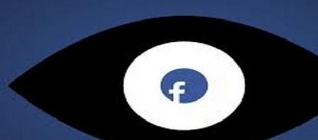 Facebook, le stalker le plus imposant du monde