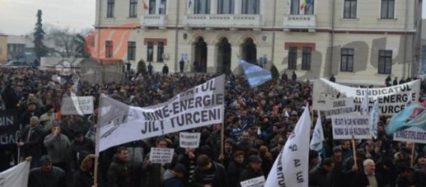 Mii de mineri protesteaza la Targu-Jiu