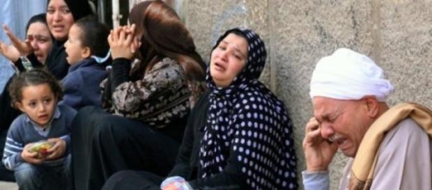 Familiares choram após a execução do partidário