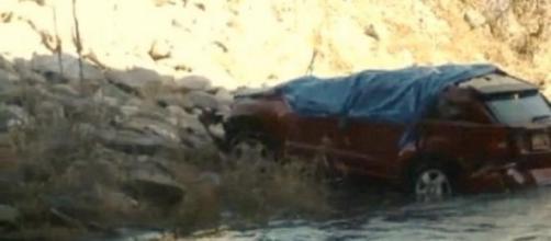 Viatura esteve submersa mais de meio dia
