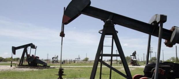Extracción de petróleo en uno de los pozos
