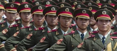 O reforço militar chinês ameaça países vizinhos.