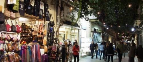 Turistas vão ser fiscais das Finanças em Atenas