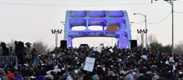 15.000 à 20.000 personnes étaient sur le pont.