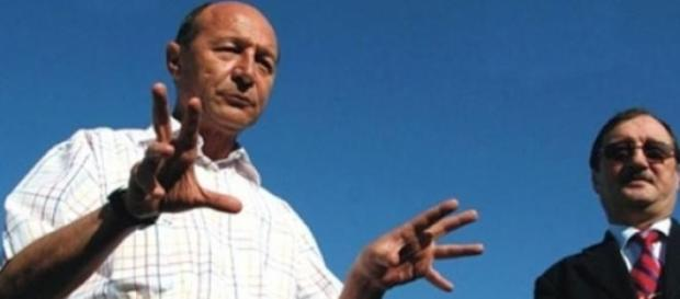 """Fratii Basescu, cel mai corupt """"duet"""" din Romania?"""