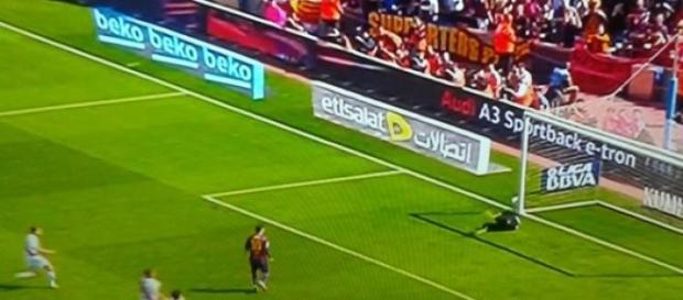 Messi falla penalti, repite y marca