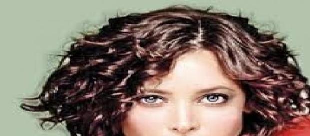 Taglio capelli corti donna ricci