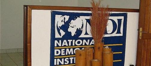 L'Institut supervise les élections démocratiques.