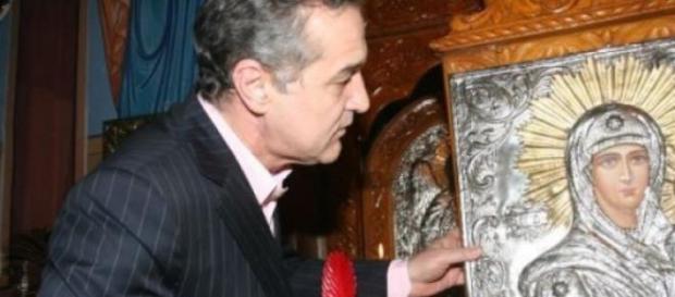"""Gigi Becali: """"Toată averea mea o dau lui Hristos"""""""