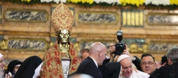 La festa delle suore a papa Francesco