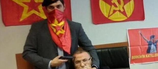 Mehmet foi alvejado por cinco tiros