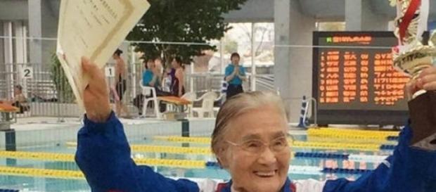 Mieko Nagoaka nadou no estilo costas