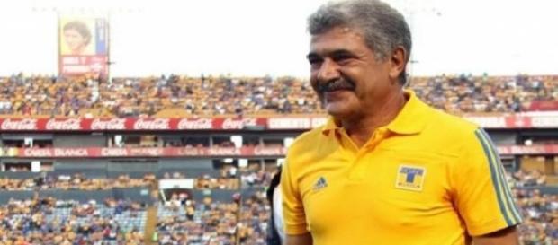 Ricardo Ferretti renueva contrato con Tigres
