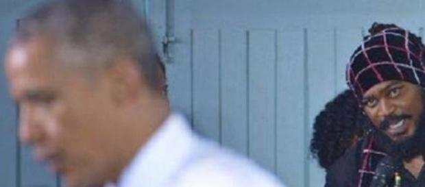 Un rasta interpelle Barack Obama.