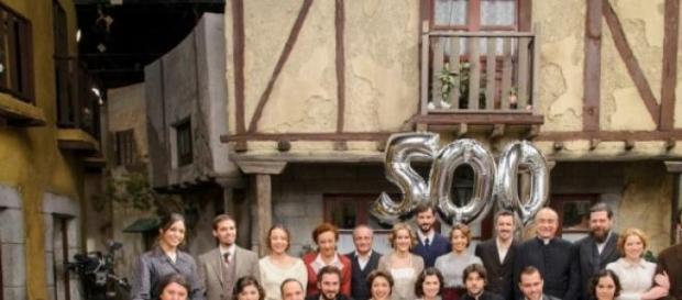 Una foto di gruppo del cast