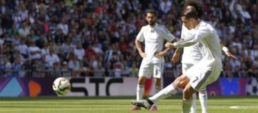 Cristiano Ronaldo voltou a marcar de livre directo