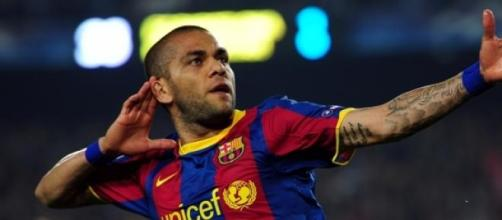 Representante de Alves rompe con Barcelona