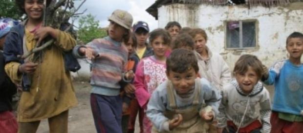 copii rromi au fost facuti cadou