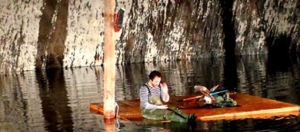 """Iona în burta """"peşterii""""..."""