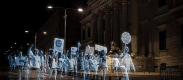 Milhares de hologramas manifestaram-se em Madrid